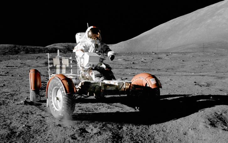 Eugene Cernan az Apollo-17 első holdsétáján