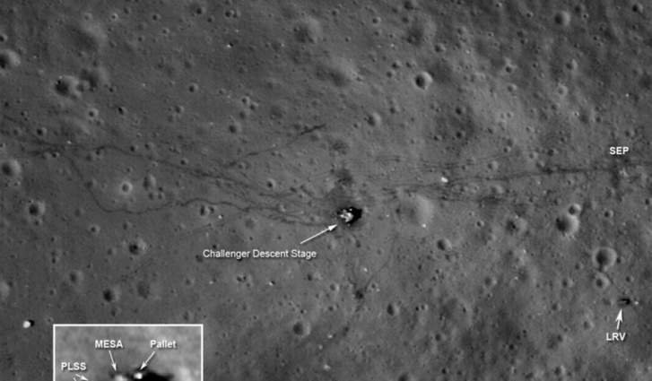 Az Apollo-17 nyomai a Holdon. Jobbra lent a holdjáró, ott áll a mai napig