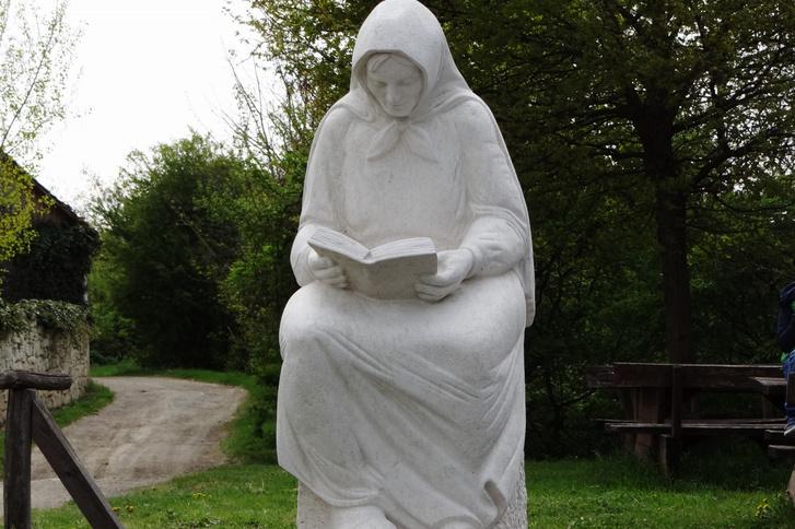 Olvasó öregasszony, Szentendre