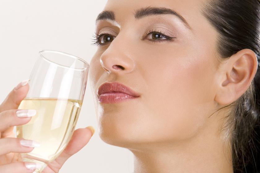 pezsgo-illatos-szagol