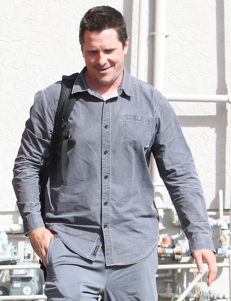 Ez a kép idén szeptember 21-én készült Christian Bale színészről, akinek két évvel korábban még kifejezetten hosszú haja volt, de aztán levágatta rövidre és helyette szakállas lett