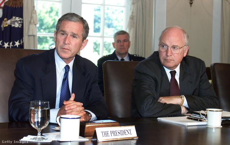 Ha önnek ebből nem rémlik, hogy ki is volt ez a Dick Cheney, nem csodáljuk, mert ő 2001-ben lett igazán híres alelnökként George W