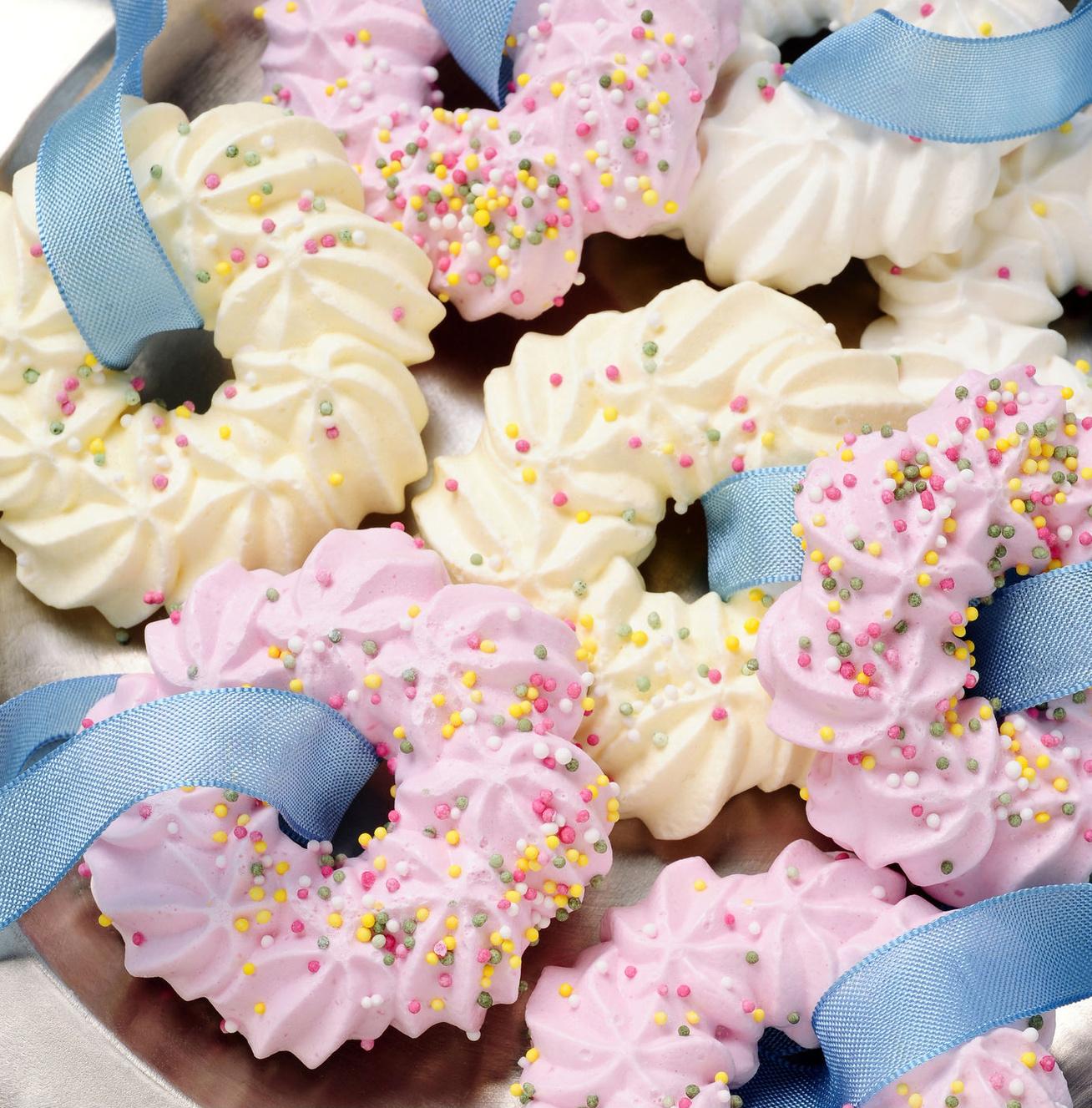 Színes ünnepi habcsókok villámgyorsan: ha sok tojásfehérjéd maradt