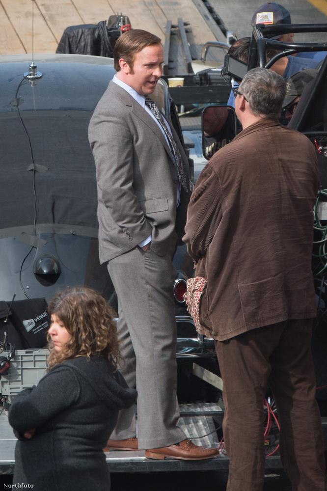 Bár a forgatáson továbbra is hajjal látható, ez a kép bő két héttel az előző után készült, november 13-án.