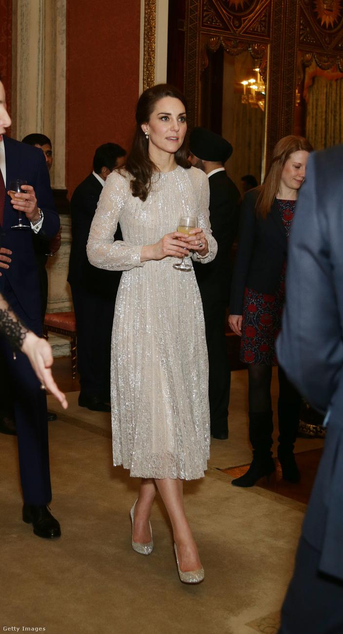 Csillogó, pezsgő árnyalatú Erdem ruhában ünnepelte az Egyesült Királyság-India kultúra évét Londonban.