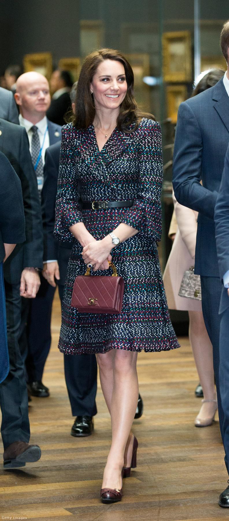 Kitett magáért a hercegné az első hivatalos párizsi útján, a Yahoo szerint csak a Chanel szettért 10 300 dollárt, kb