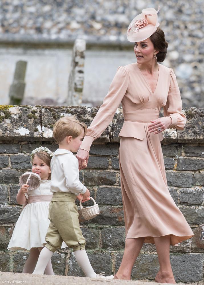 Katalin hercegné egyik kedvenc divatháza az Alexander McQueen, tőlük vett ruhát a húga, Pippa Middleton esküvőjére is