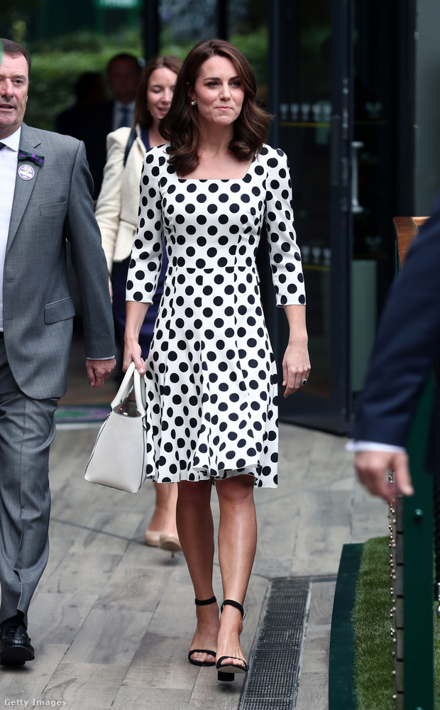 Pöttyös Dolce & Gabbana ruha Wimbledonban