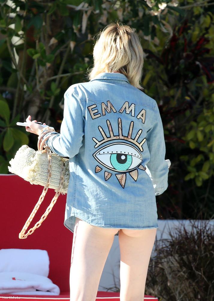 Őrület: az ing hátulján a színésznő keresztneve látható, meg egy szem, aminek Katy Perry bizonyára rikácsolva örülne.