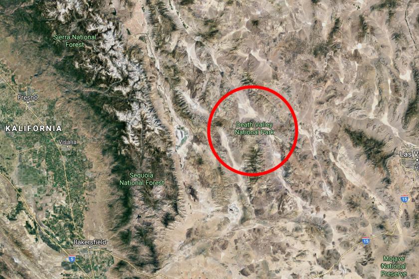 A Halál-völgy Nemzeti Parkban terül el a teljesen sík, 5 kilóméteres Versenypálya-síkság. Itt masíroznak fel-alá a ökölnyitől a bőrönd méretűig terjedő dolomitkövek, melyeket vitorlázó vagy vándorló köveknek szoktak nevezni.