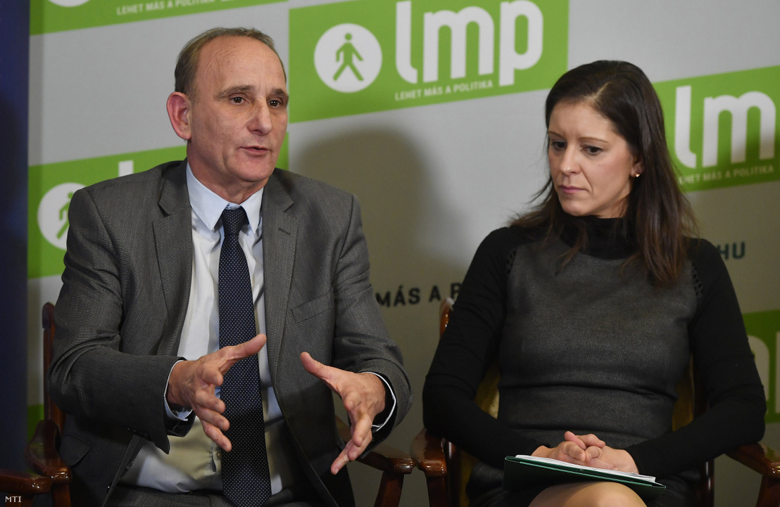 Szél Bernadett az LMP miniszterelnök-jelöltje és Gémesi György az Új Kezdet elnöke, a két párt közös programbemutató sajtótájékoztatóján, a Képviselői Irodaházban.