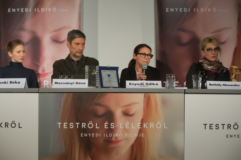 A Testről és lélekről alkotói február 18-án Budapesten, a Berlinale után tartott sajtótájékoztatón.