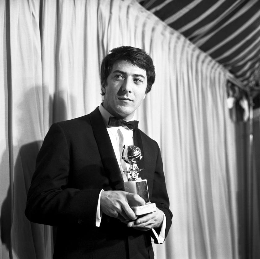 Dustin Hoffman 1968-ban a Golden Globe-díjával, amit a Diploma előtt című filmért kapott.