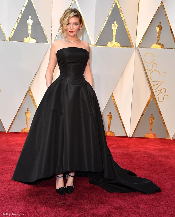 Kirsten Dunst hollywoodi dívás estélyiruháját a Christian Dior Haute Couture szállította.