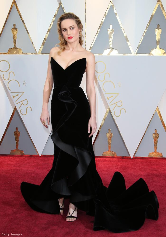 A 28 éves színésznőt, Brie Larsont az Oscar de la Renta öltöztette az Oscar gálára