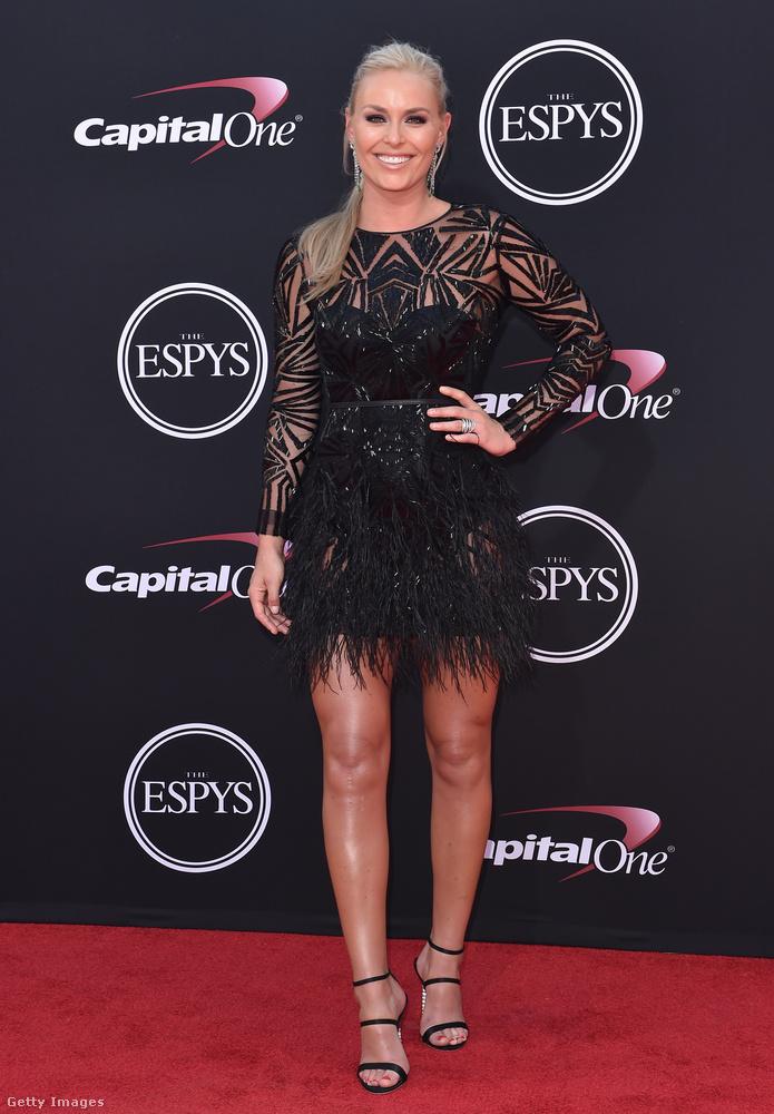Tollas kis fekete az olimpikon síelőn, Lindsey Vonnon az ESPYS-gálán