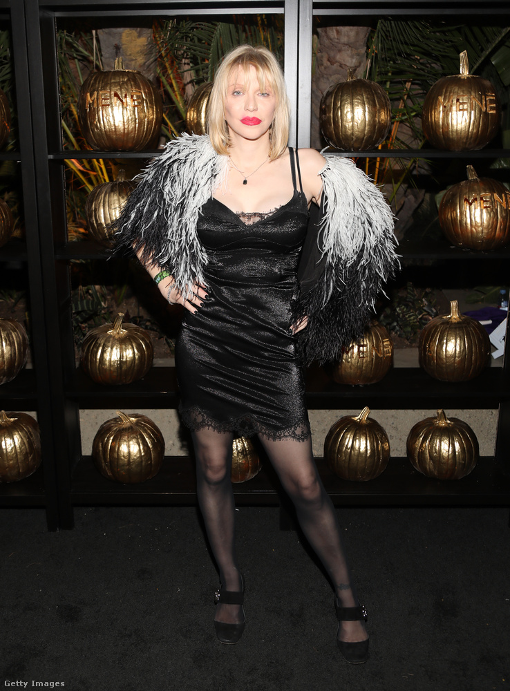Courtney Love saját magának öltözött egy Los Angeles-i Halloween bulin.