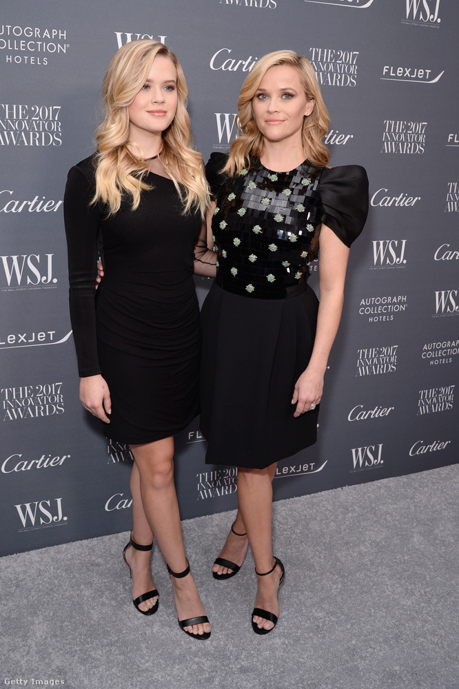 Reese Witherspoon és 18 éves lánya is feketében ünnepelt az idei Innovator Awardson.