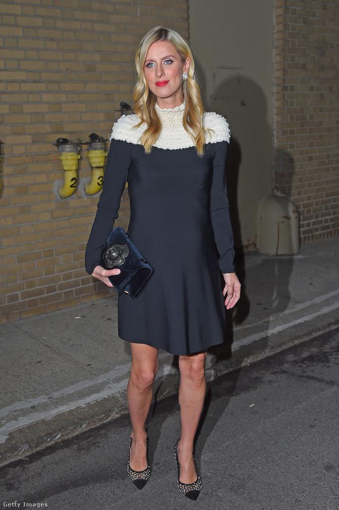 Nicky Hilton általában tudja, hogy mi az aktuális kis fekete ruha divat.