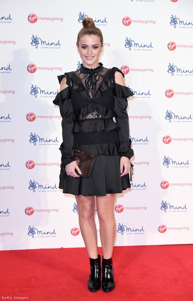 Szerettük a 21 éves brit színésznő,  Lauren McQueen kis fekete ruháját is 2017-ben.