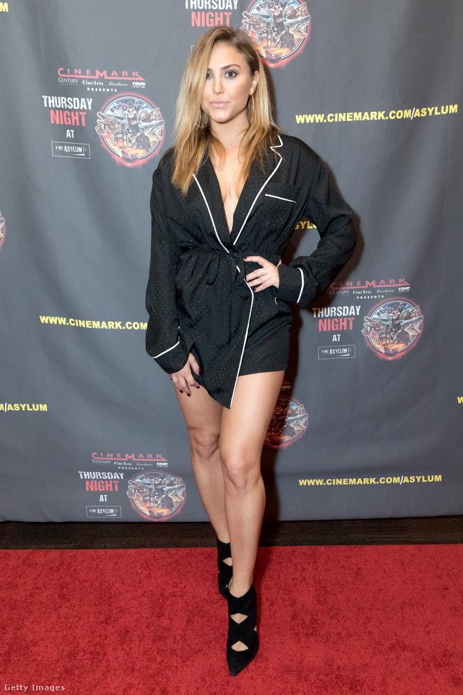 Nemcsak a zakóruha, de a pizsamafelsőre emlékeztető ruha is divatban volt 2017-ben