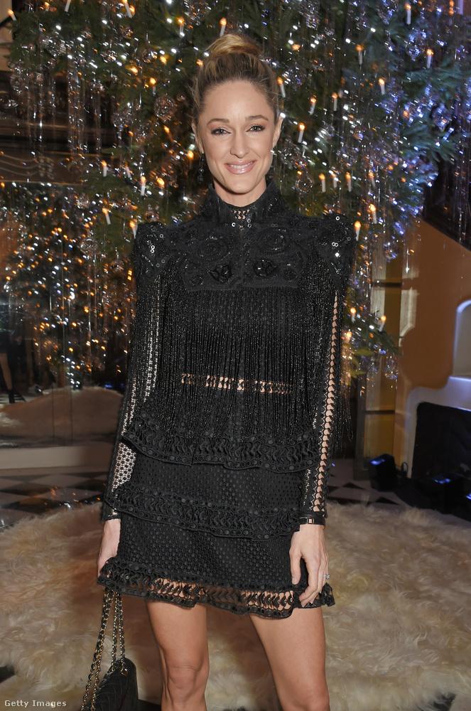 Storm Keating divattervező egy londoni karácsonyi partin mulatott feketében.