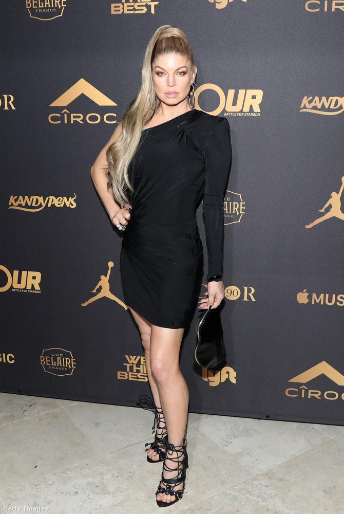 Ferfie egy Beverly Hills-i buliba ment ebben kis fekete ruhában.