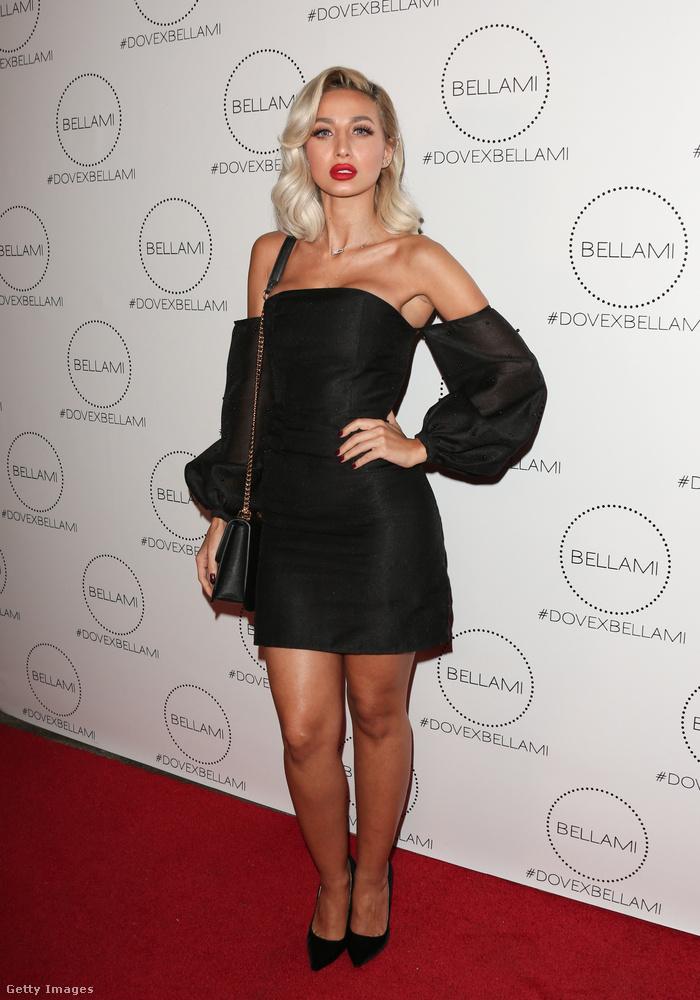 Van is ujja meg nincs is ennek a kis fekete ruhának, amiben Roz Purcell modell pózolt egy kaliforniai eseményen.
