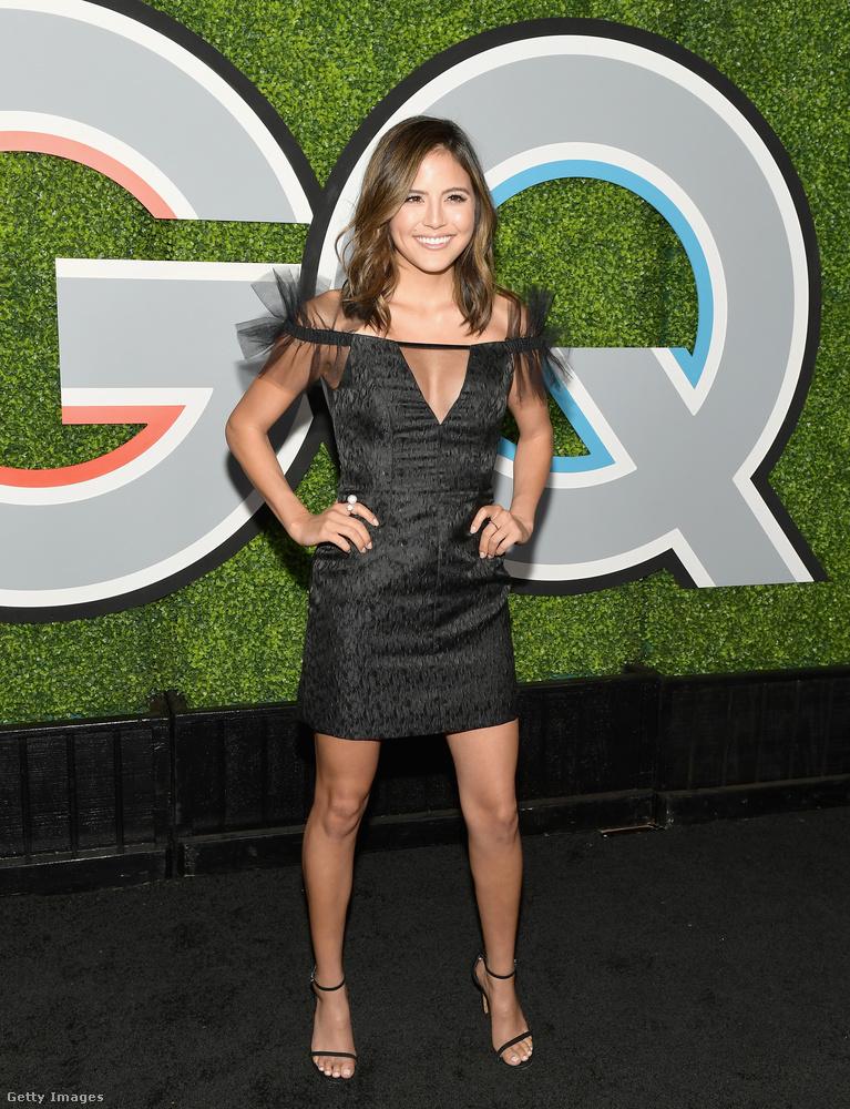 Rafinált vállrészt kapott ruha Erin Lim-en a GQ Los Angeles-i buliján.