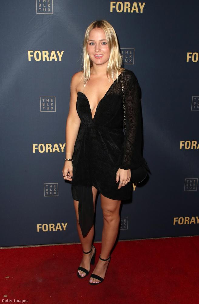 Mellvillantós félvállas ruha Ashley Poyeren.
