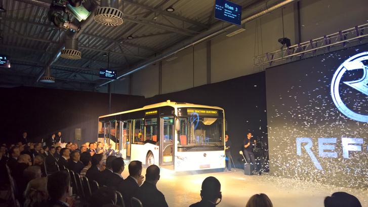 Begördül az új magyar busz!