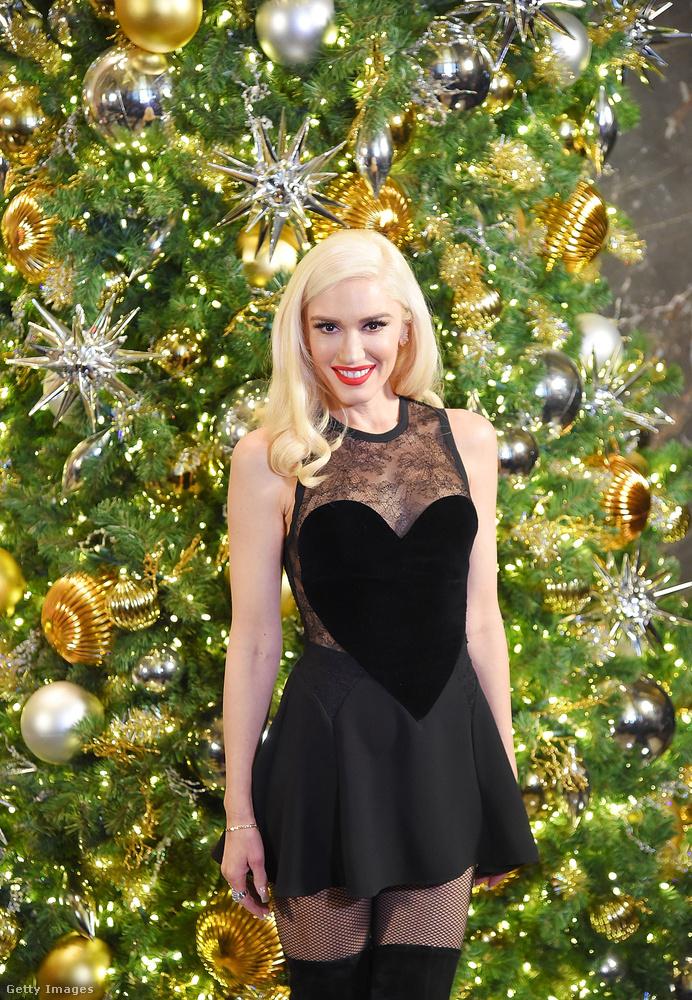 Gwen Stefani az ünnepi fénybe borult Empire State Buildinget népszerűsítette ebben az szívecskés ruhában New Yorkban.