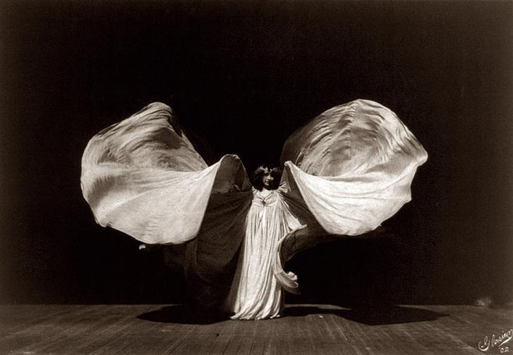 Loïe Fuller pillangótánca
