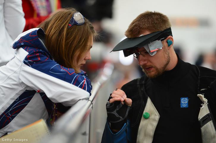 Emmons a feleségével beszél a 2012-es londoni olimpián