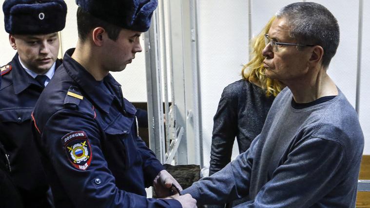 8 év fegyházat kapott az orosz miniszter