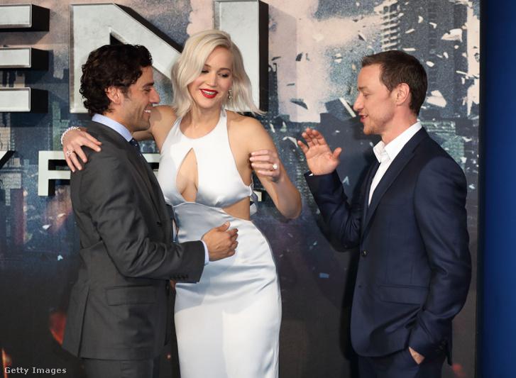 Oscar Isaac, Jennifer Lawrence és James McAvoy az X-Men: Apokalipszis főszereplői