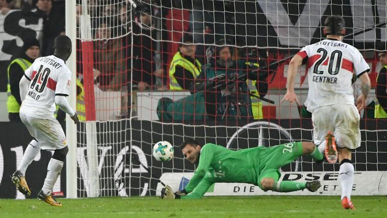 Az utolsó percben fogott büntetőt a Bayern kapusa