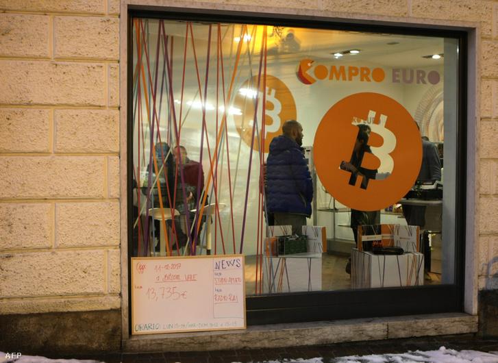 Olaszország első Bitcoin boltja a Bitcoin Compro Euro Észak-Olaszországban, 2017. december 11-én.