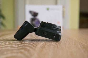 Navitel R600: egy gömbcsuklóval állíthatjuk, hogy álljon a kamera
