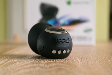 Navitel R1000: hangszóró és a gombok többsége