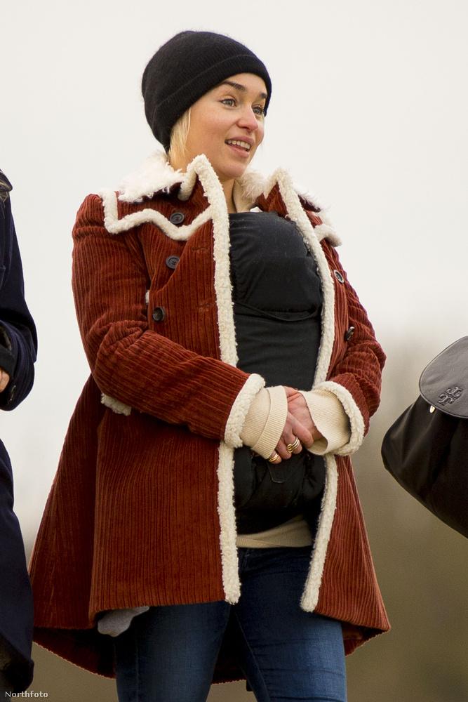 A színésznőt a hétvégén ugyanis egy londoni parkban fotózták le, egy nagyon kicsinek tűnő baba társaságában.