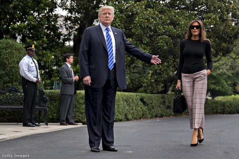 Fekete felsőben és kockás nadrágban indult el a G20 csúcstalálkozóra.