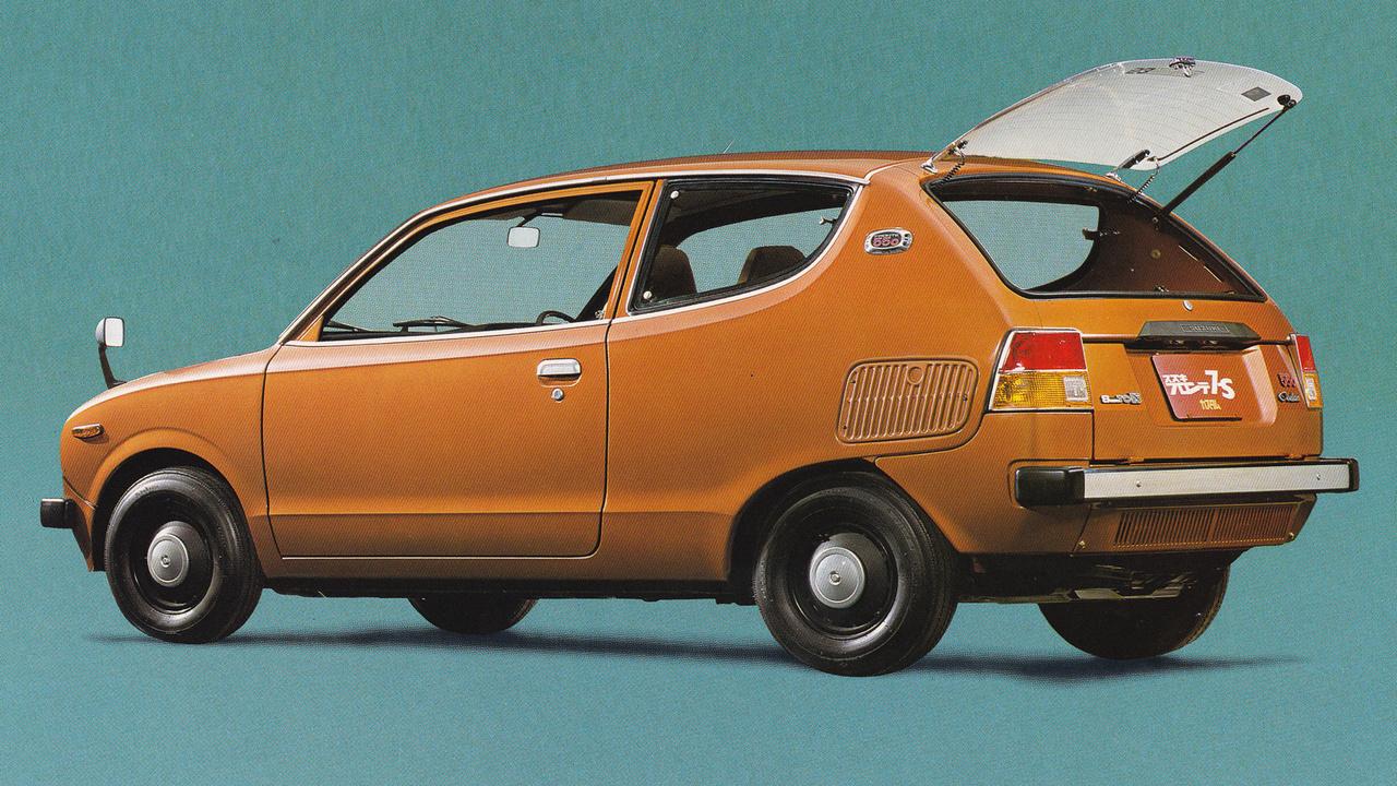 Csupán három évig, 1976-79 között gyártották a nem túl szerencsés formájú Fronte 7-S szériát. A Kei-szabvány akkor már nem 360, hanem 550 köbcentinél húzta meg a határt, ám 1974-ben rettenetesen megszigorodtak a szigetországban az emissziós normák. A Suzuki kénytelen volt egy kétlépcsős katalizátort bevezetni (Suzuki TC-System), de annak teljesítménycsapoló karaktere miatt a 7-S-et csupán 26 lóerőt tudtak. Nem lett sokkal jobb a helyzet 1977-től, a Daihatsutól vásárolt négyütemű motorokkal sem - úgy is csak 28 lóerőt lehetett szabadjára engedni.