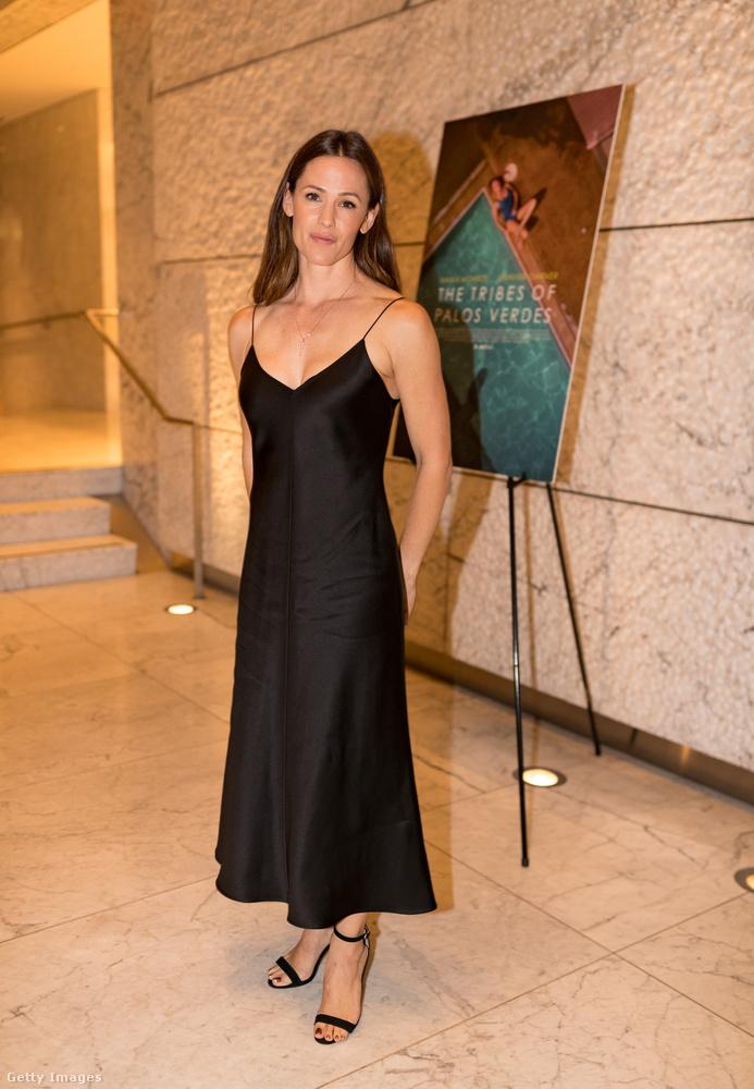Jennifer Garnert mutatjuk meg közelről utolsóként - a színésznő általában inkább anyukásan jelenik meg, mintsem a végzet asszonyaként.