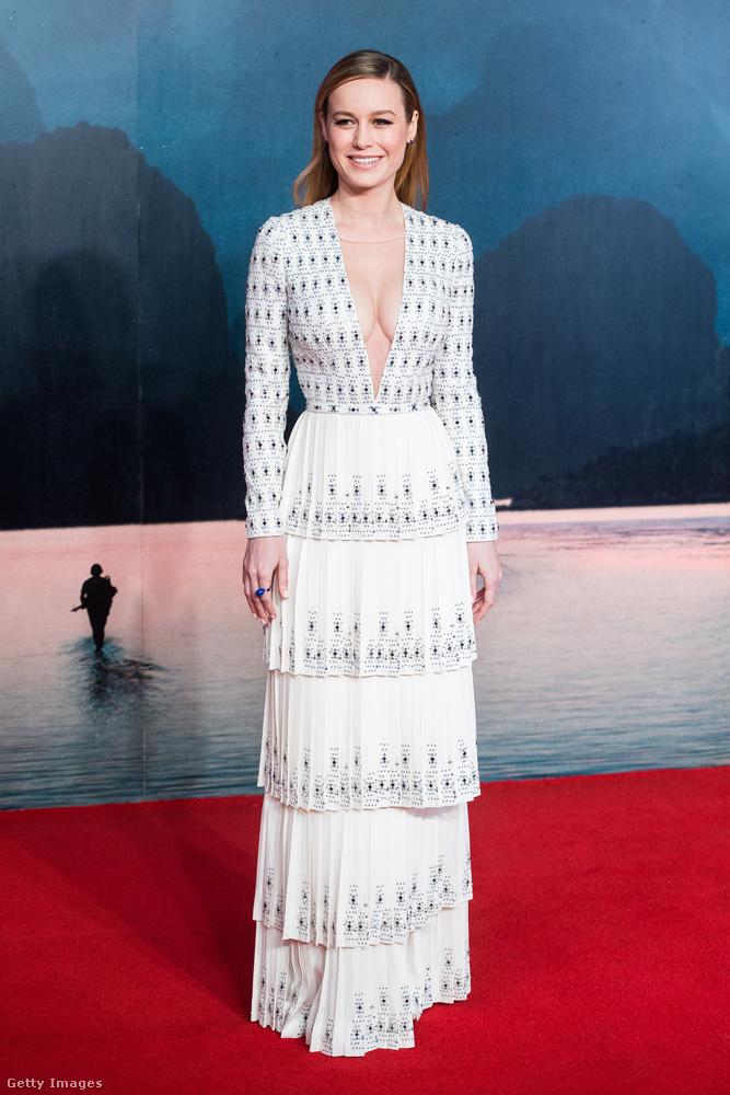 Brie Larson a Kong-film londoni bemutatóján bombajól nézett ki távolról,