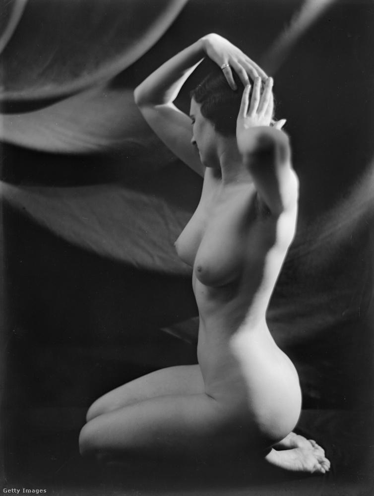 Igazából nem csodáljuk persze, hogy a harmincas években a modell sem akarta névvel vállalni ezeket a képeket, pedig tényleg szépek.