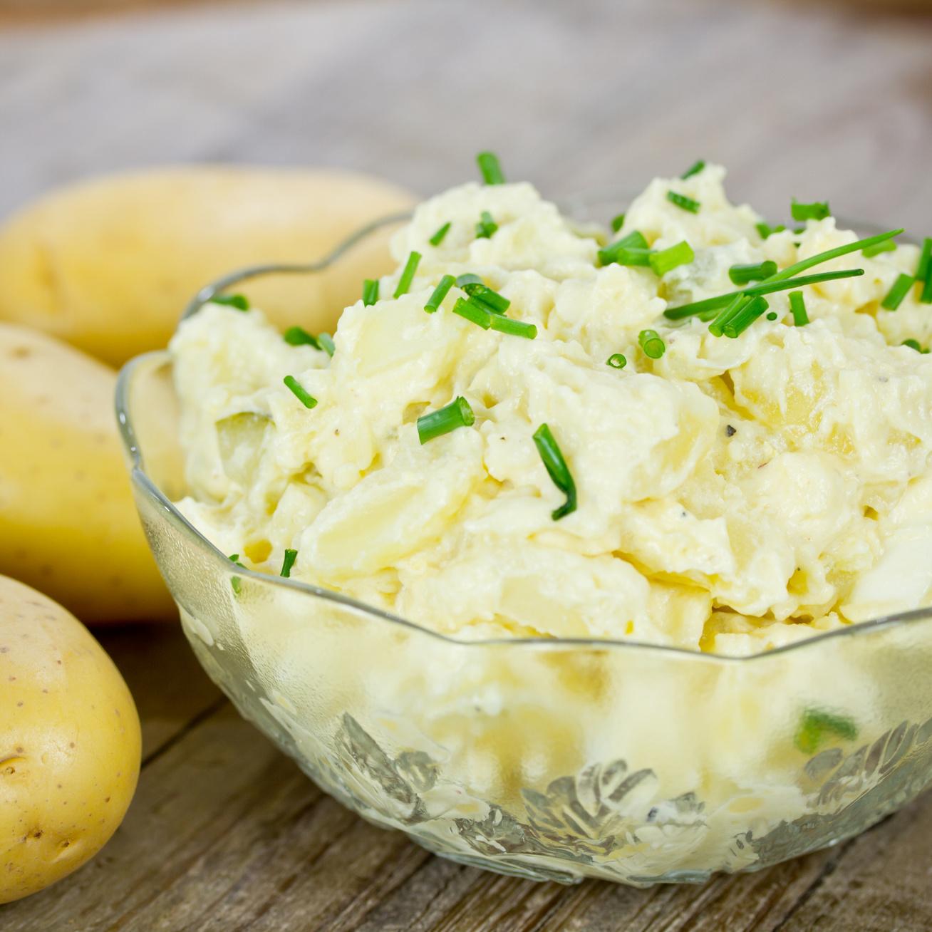 A legjobb köret rántott halhoz: a legfinomabb krumplisaláta receptje