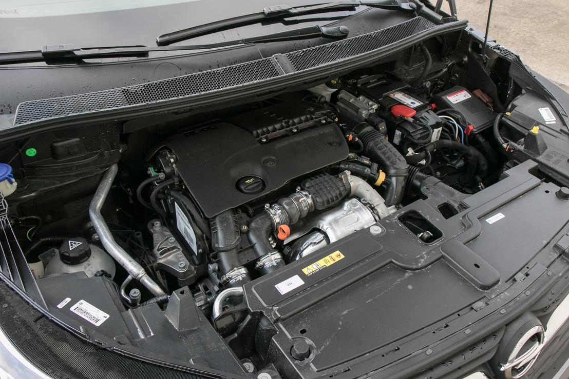 A PSA-tól származó 1,6-os dízel jó motor, és a kategóriájához képest nem túl nehéz kasznival is könnyen elbír. A 120 lovat 3500-nál lehet megszámolni, a 300 newtonméter viszont már 1750-től megvan