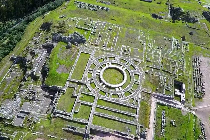 A hatalmas komplexumot, melyet falak és teraszok alkotnak, valószínűleg spirituális céllal emelték az inkák.