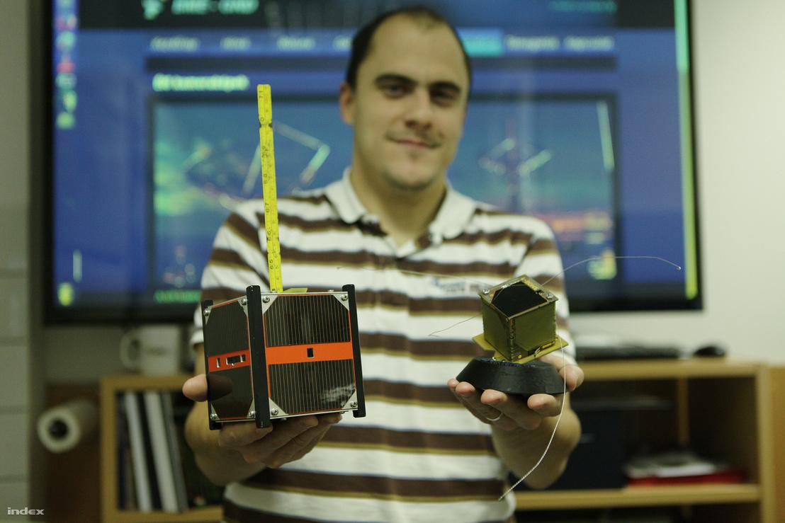 Dudás Levente a Masat-1 és a Smog-1 műholdakkal